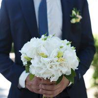 Белая гортензия и эустома в букете невесты