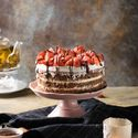 Праздничный торт - изюминка торжества! Хотите удивить гостей, порадовать любимых? - закажите торт в ресторане Mia Famiglia!  Мы подарим Вам торт с зажженными свечами или фейерверками!  Шеф-кондитер Mia-Famiglia предлагает изготовить на заказ: - йогуртовый