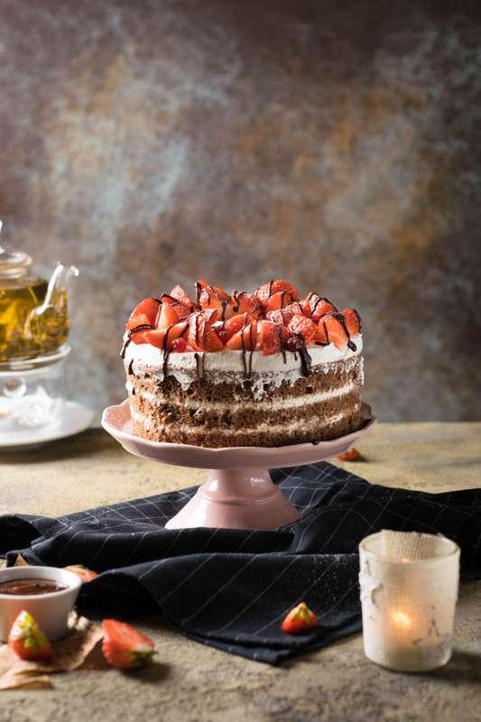 """Праздничный торт - изюминка торжества! Хотите удивить гостей, порадовать любимых? - закажите торт в ресторане Mia Famiglia!  Мы подарим Вам торт с зажженными свечами или фейерверками!  Шеф-кондитер Mia-Famiglia предлагает изготовить на заказ: - йогуртовый - фото 17074976 Ресторан """"Mia famiglia"""""""