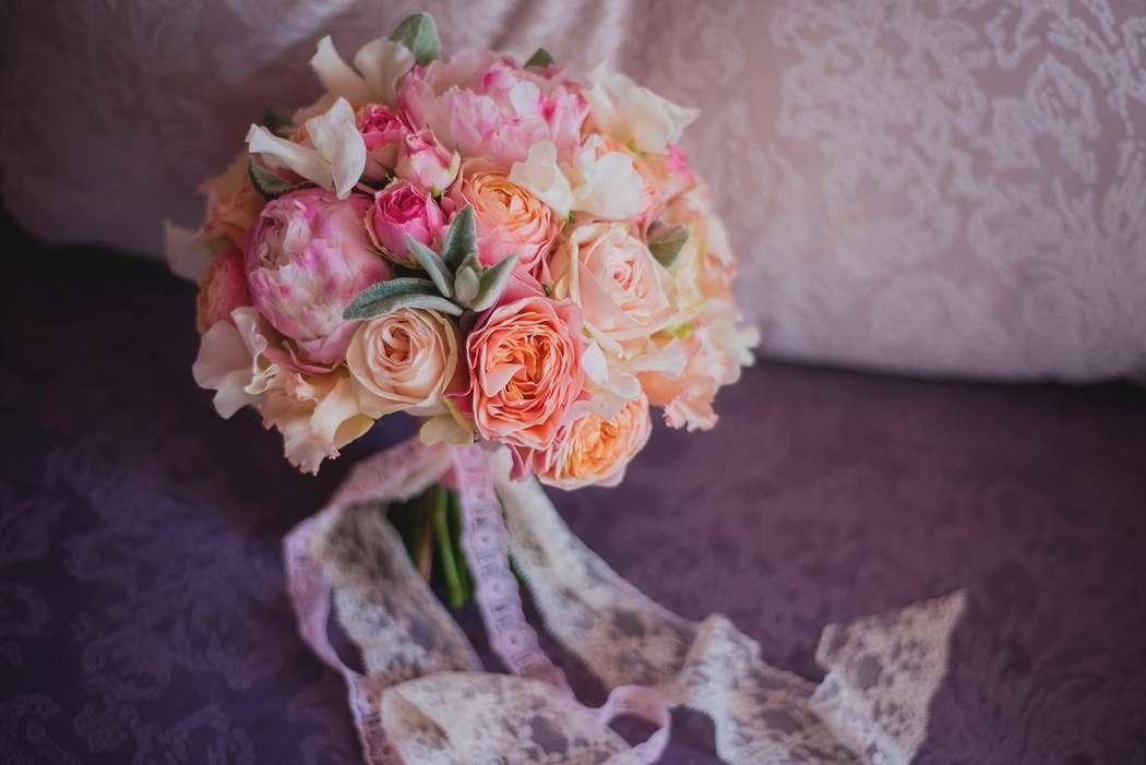 круглый букет, персиковый букет, букет спионами. пионы, пионовидные розы - фото 14288028 Vse sezony - студия декора и флористики