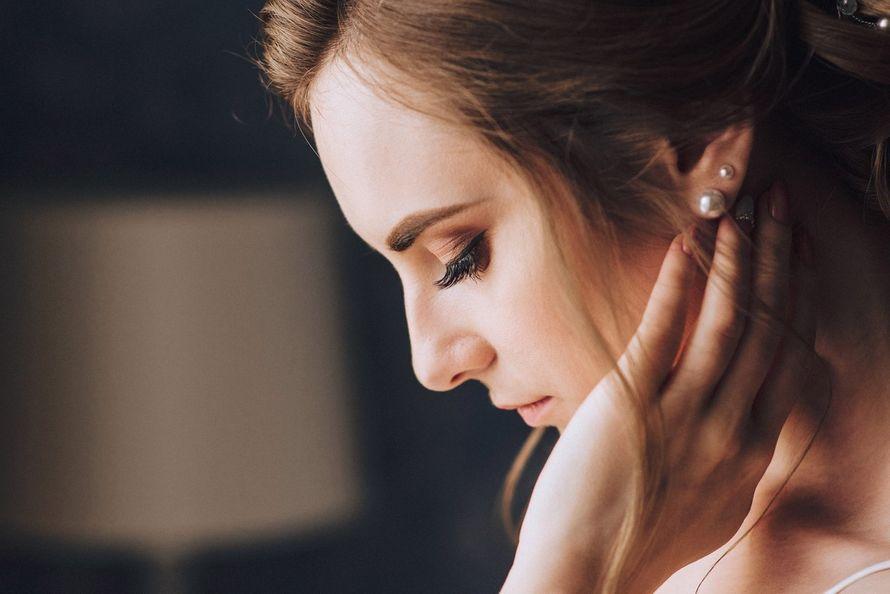 Нежный свадебный макияж и низкий пучок - фото 16263568 Стилист Анастасия Фабрикантова