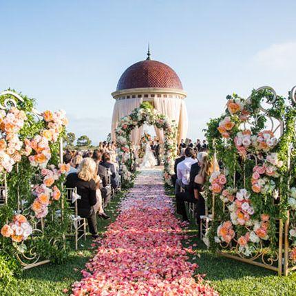 Комплексное оформление свадьбы цветами
