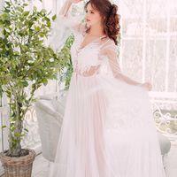 """В НАЛИЧИИ Модель """"Ариэль"""".   Воздушное белоснежное платье, особенности которого - это двойная фатиновая юбка и расклешенные рукава.   • Материал - фатин. Отделка - кружево.  • Цвет - белый • Размер в наличии – 44-46  • Цена аренды – 1 800 руб. / за 1 день"""