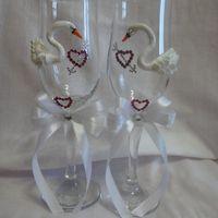 Прекрасные лебеди- можно в свадебном платье или с фатой