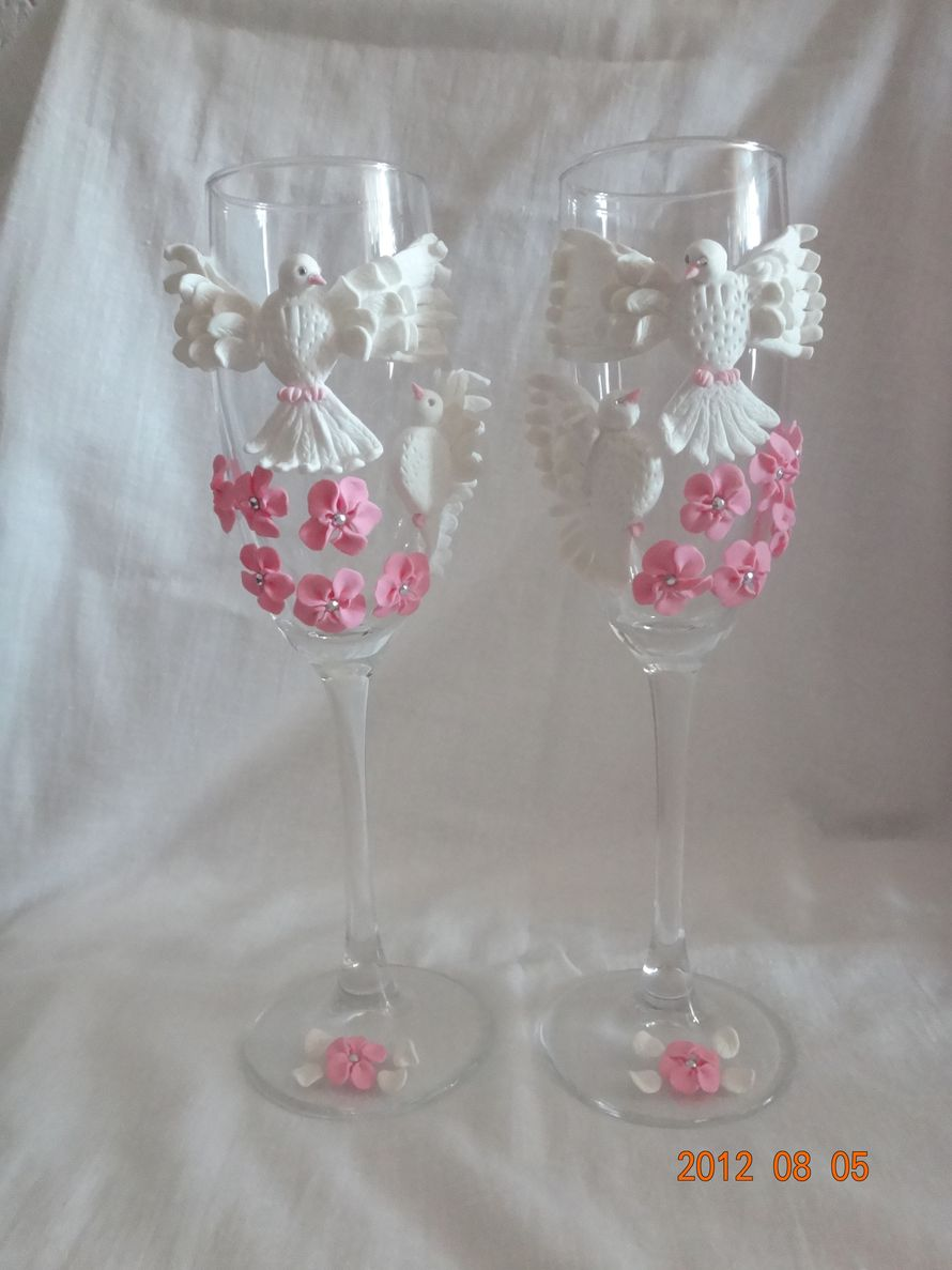 Свадебные голуби  всего за 700 рублей. В подарочной упаковке! - фото 502666 Свадебные бокалы ручной работы - Олеся