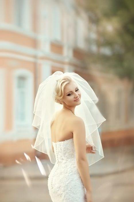 Свадебная прическа с пышной фатой