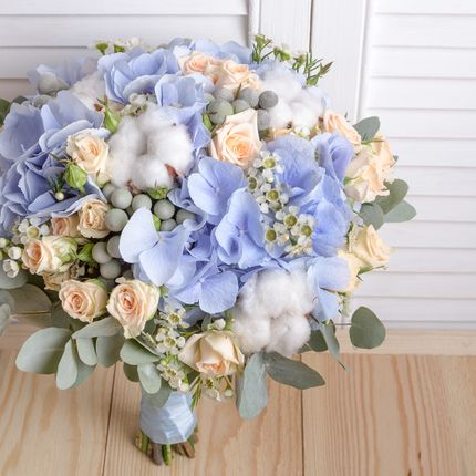 Букет невесты с голубыми нотками