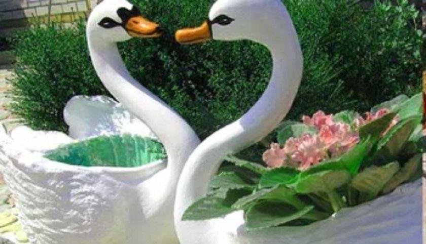 Лебедь из бутылок поделки для сада с