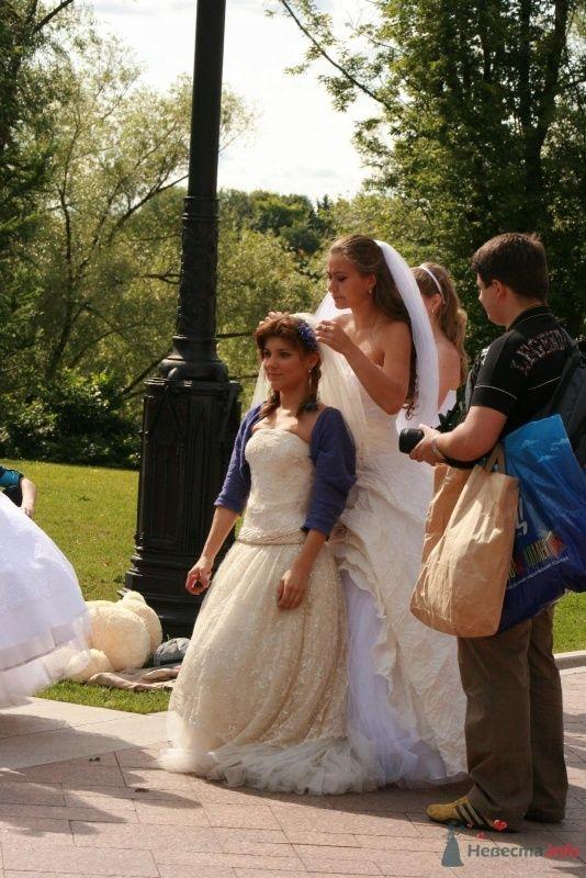 Фото 35745 в коллекции Рабочие моменты фотосесии невест