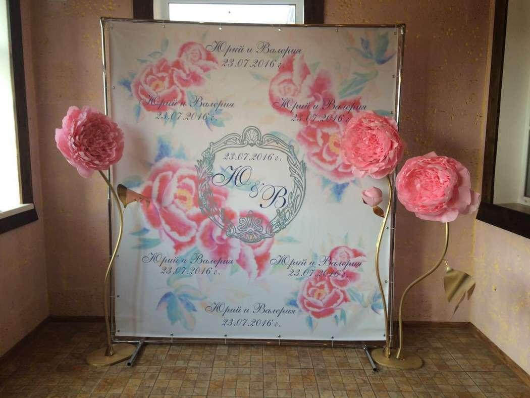 Фотозона; индивидуальный дизайн баннера и гигантские цветы - фото 14143580 Malina decor - мастерская свадебного декора