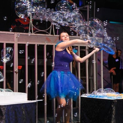 Шоу гигантских мыльных пузырей, 15 минут
