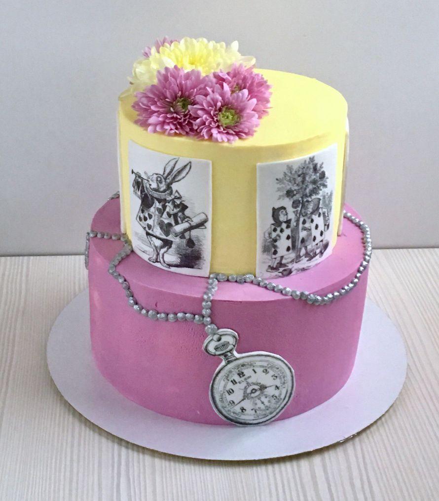 Многоярусные торты с тематическим декором