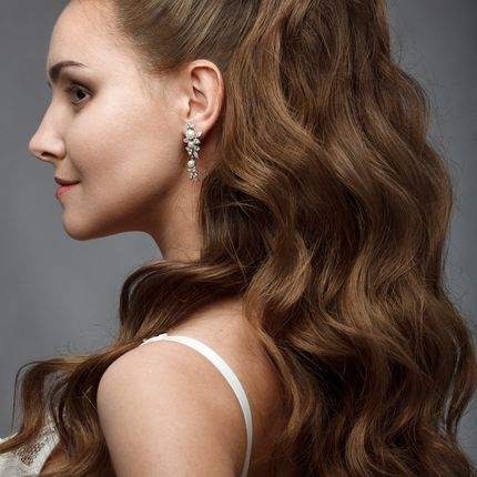 Свадебная причёска (волосы ниже плеч)