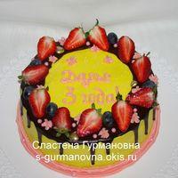 Торт с ягодами и шокоглазурью, 2,1кг, внутри чизкейк рафаэлло