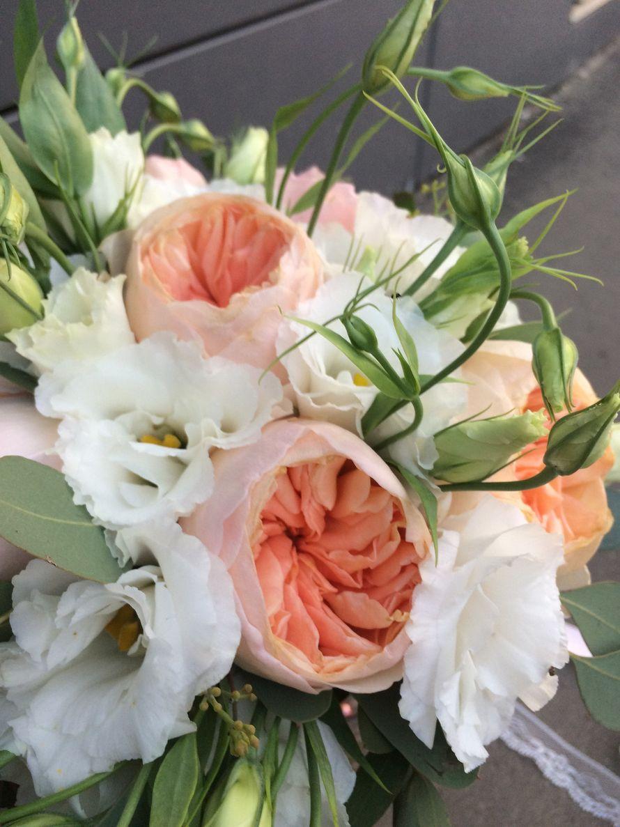 Букет невесты с персиковыми розами Остина