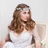 Нежный веночек для невесты.  Стиль @sashastyle.ru  Фото: @thandra_kh  Платье: @siallow_dress@anastasia_siallow  Флористика и дизайн:@trostinka_tatiana