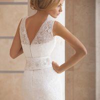 Агат. Прямое платье, покрытое макраме, пояс гипюровый.