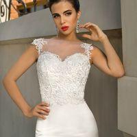 СЕЛЕСТА  Размер в наличии: по запросу Шикарное силуэтное свадебное платье с открытой  спиной.                                                            Материал: Свадебный плотный атлас, высококлассные плетеные кружева.    Возможные размеры:  от 38 до 48