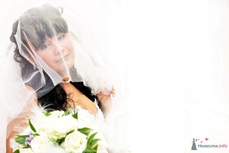 Невеста с букетом белых цветов - фото 57854 Solne4naya