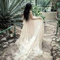 Цвет: айвори. Размер: S/M. Возможен подгон платья под фигуру невесты, в том числе и по длине изделия. Стоимость платья: 600$. Фата из итальянского фатина в подарок к платью! Запись на примерку: +38(097)80-47-391