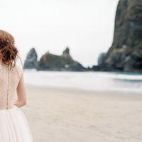 Свадебное платье: Пейто. Дизайнеры: Светлана Русецкая и Карина Буланенко. Фотограф: Jeremy Chou.