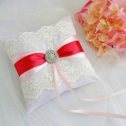 Подушечка для колец в бело-красном цвете