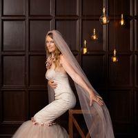 Свадебное платье «Авелина» ручной работы  «Изящный силуэт, как у фарфоровой статуэтки, композиция, выстроенная в мягких бежевых, розоватых тонах – изысканное платье с винтажными розами – очень нежное, как  утренний свет весной»