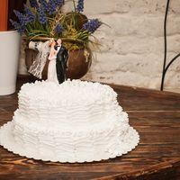 Торт, заказывали у ресторана. Было вкусно. Торт увидили только на свадьбе. нам было все равно каким он будет.
