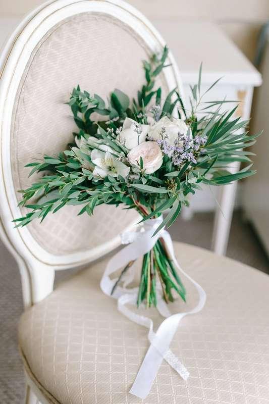 Букет невесты с пионовидной розой альстромерией пионами лимониумом эвкалиптом - фото 17012166 Декор Флора - цветочная мастерская