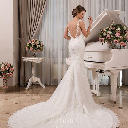 Свадебное платье-рыбка с кружевным шлейфом