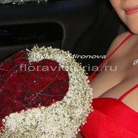 Букет невесты с сердцем из роз
