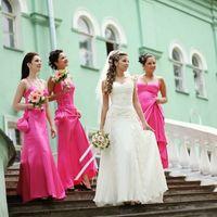 Невеста и её подружки в розовом атласе