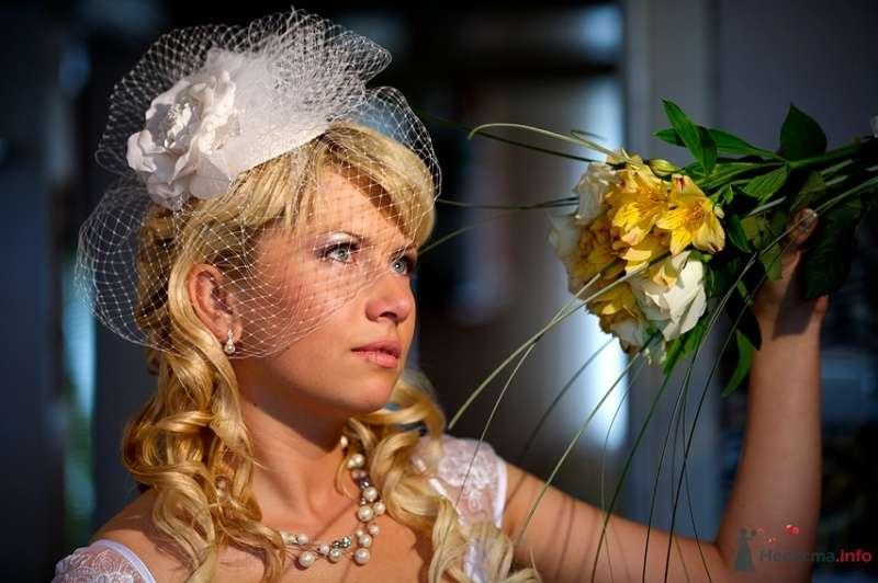 Невеста с прической из распущенных пышных локонов, украшенные фатой с классическим макияжем - фото 39253 Kamelot