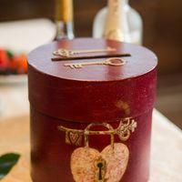 Свадебные аксессуары. Коробочка для денег (казна) с ключиками к счастливой семейной жизни