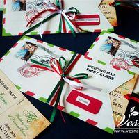 Приглашения «Итальянская свадьба» Конверт выполнен из тонкой бумаги. На конверте напечатаны рисунок в стиль свадьбы имена молодоженов и дата свадьбы.  Карточка-вкладка выполнена в виде билета на самолет из толстой бумаги.