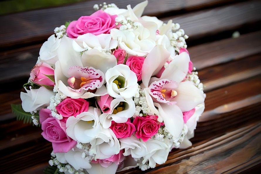 Букет, букет невесты из ярких орхидей и роз