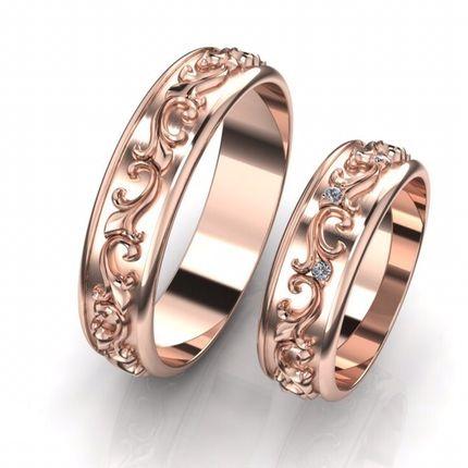 Пара роскошных колец с объемным рисунком и бриллиантами