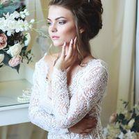 """Будуарное платье """"ШАРЛИН"""" от  Нежное, полупрозрачное платье с красивыми длинными рукавами, выполнено из необычного кружева, длина в пол и шлейф 40 см. Открытая спина с V-образным вырезом придает образу женственности. Идеально для фотосессии утра невесты,"""