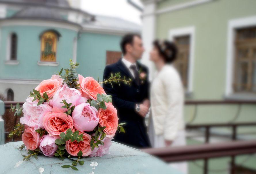 Букет невесты с пионами, пионовидными розами, 20 см