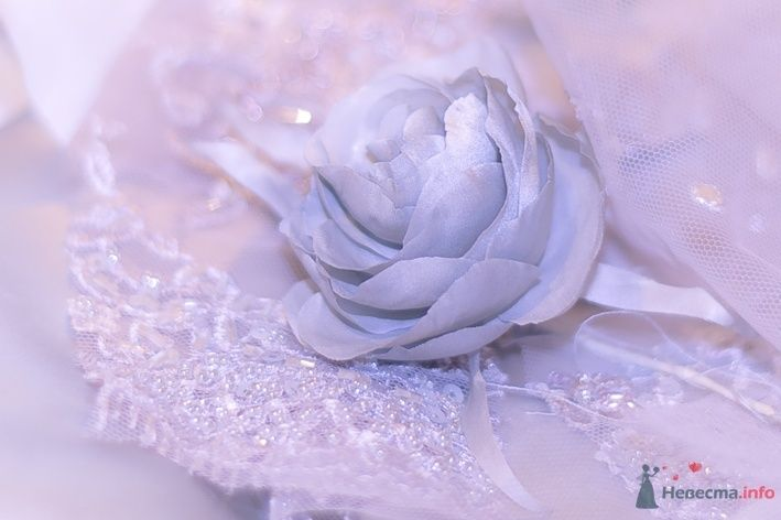 цветок  из шелкового атласа к платью - фото 69968 Белошвейка