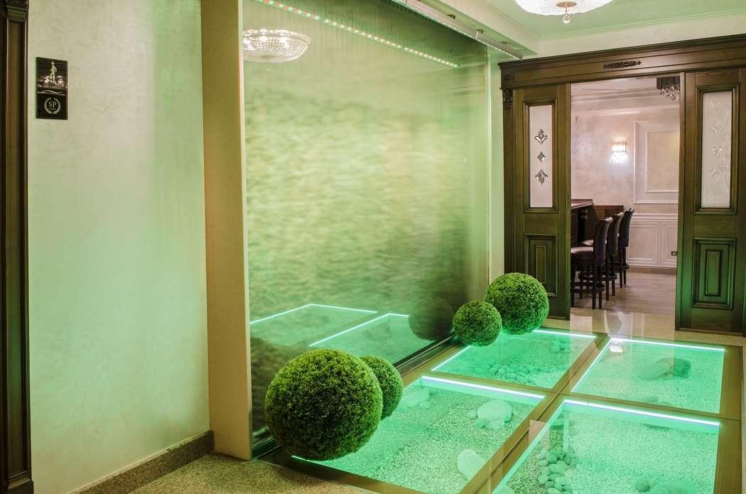 Водопад на входе в банкетный зал - фото 16365164 Ресторан Мармарин