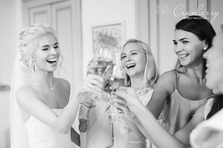 """Фото:Вероника Кромбергер Видео:CHERNOVFILM  Стилист:Динара Светашева Букет невесты:Цветочный СТИЛЬ Платье невесты:Салон свадебной моды """"Матримонио"""" - фото 16454808 Event-boutique Cranberry"""