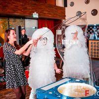Яркое шоу гигантских мыльных пузырей