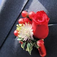 бутоньерка в одном стиле с букетом невесты