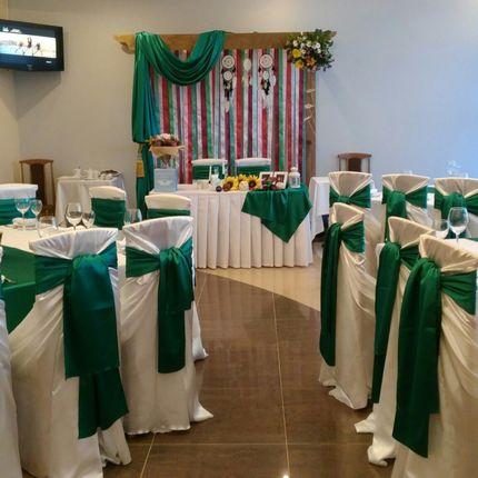 Оформление зала бантами в любом цвете