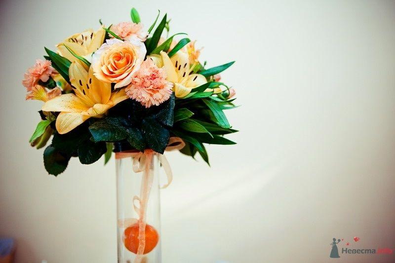 Букет из оранжевых лилий, кремовых роз, гвоздик и аспидистры. - фото 62466 yanechka