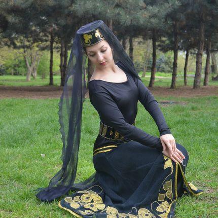 Выступление и постановка Армянских танцев