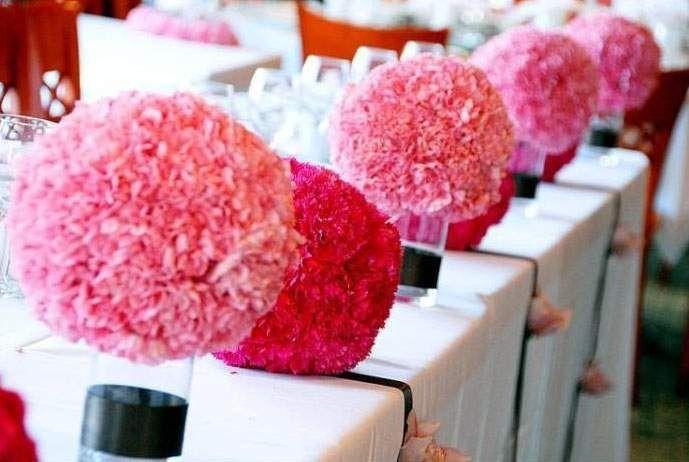 Цветочные сферы из розовых и красных гвоздик.  - фото 2587489 Цветочный магазинчик - услуги оформления
