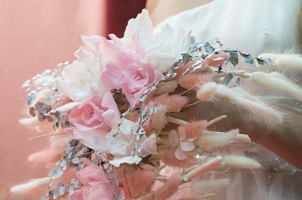 Букет невесты ниспадающий, заказ цветов с доставкой в днепропетровске