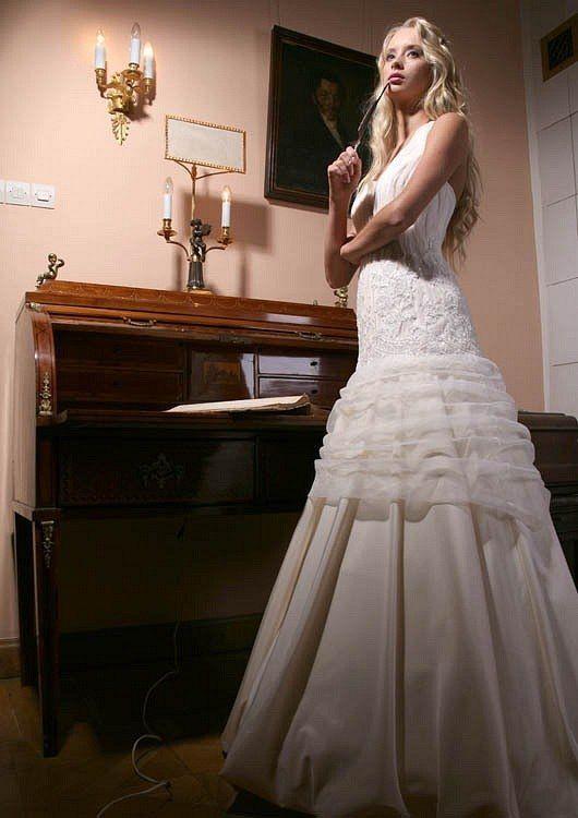 Фото 1383831 в коллекции Свадебные платья в наличии в Санкт-Петербурге - Свадебный салон Bridal Sisters